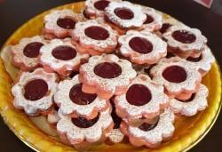 За празници с приятели! Вземете 1 кг. шоколадови или ягодови гръцки сладки Маргарита от Сладкарница Джорджо Джани - Снимка