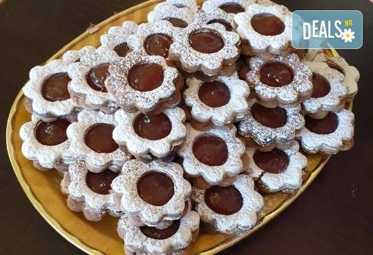 С доставка през април, май и юни! За празници с приятели: вземете 1 кг. шоколадови или ягодови гръцки сладки Маргарита от Сладкарница Джорджо Джани - Снимка 2