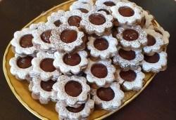 За празници с приятели! Вземете 1 кг. шоколадови или ягодови гръцки сладки Маргарита от Сладкарница Джорджо Джани! - Снимка