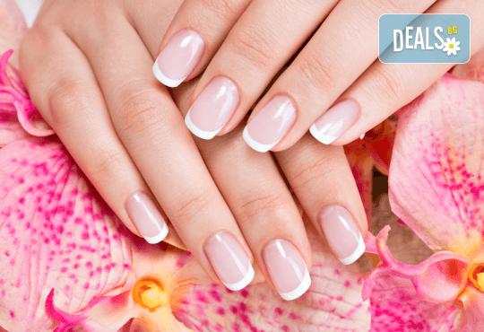 Гел върху естествен нокът за укрепване и здравина, класически или френски маникюр с шведски лакове Depend, 2 декорации и бонус: масаж на ръце от Beauty center D&M! - Снимка 2