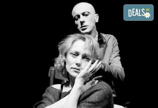 Гледайте Влади Люцканов и Койна Русева в Часът на вълците, на 17.04. от 19 ч., в Младежкия театър, сцена Бергман, билет за един! - Снимка 1