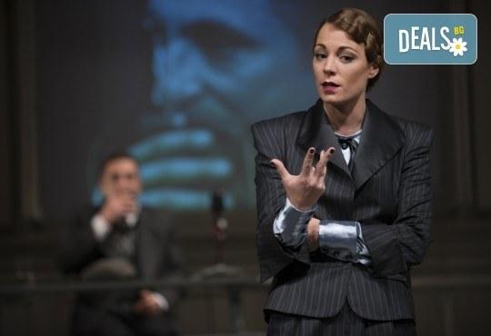 Съдебен процес с ваше участие в Театър София! Гледайте Нощта на 16-ти януари от Айн Ранд на 18.04. от 19ч., билет за един - Снимка 1