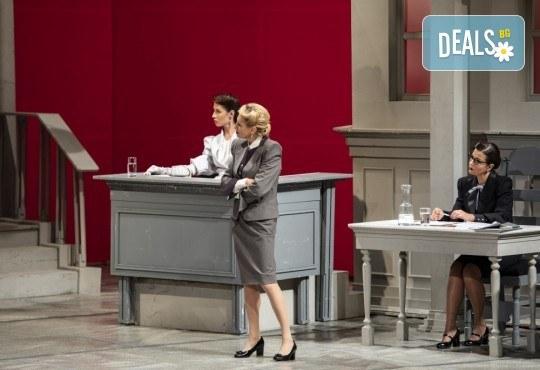 Съдебен процес с ваше участие в Театър София! Гледайте Нощта на 16-ти януари от Айн Ранд на 18.04. от 19ч., билет за един - Снимка 8