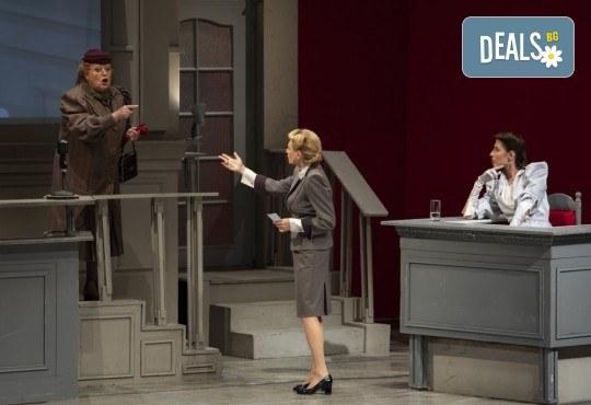 Съдебен процес с ваше участие в Театър София! Гледайте Нощта на 16-ти януари от Айн Ранд на 18.04. от 19ч., билет за един - Снимка 9