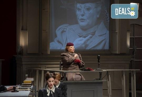 Съдебен процес с ваше участие в Театър София! Гледайте Нощта на 16-ти януари от Айн Ранд на 18.04. от 19ч., билет за един - Снимка 10