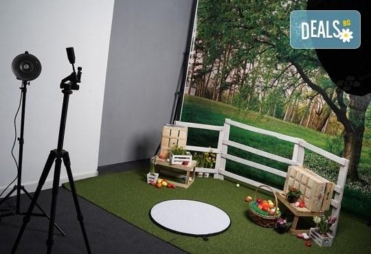 Детска, семейна или индивидуална Великденска фотосесия в студио с тематични декори, обработка на всички кадри и подарък: една разпечана снимка от D2T Photo&Art Studio! - Снимка 2