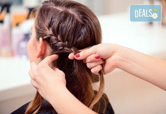 Разнообразете визията си с арганова терапия, оформяне със сешоар и ефектна плитка + бонус: подстригване на връхчета от Beauty center D&M! - Снимка 2