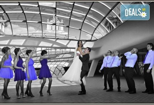 Сватбено фото- и HD видеозаснемане + фотокнига и подарък: разпечатана снимка в рамка по избор на клиента от Photosesia.com! - Снимка 3