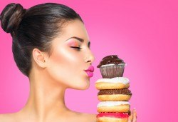 Професионален грим с козметика Lollipop - дневен, вечерен или опушен, и прическа по избор в салон за красота Madonna в Центъра! - Снимка