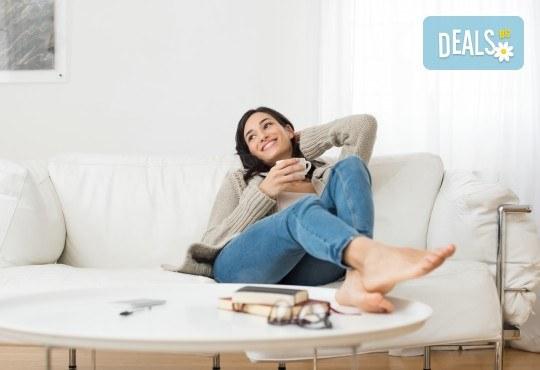Професионално машинно изпиране и подсушаване на 6 седящи места на диван + 4 тапицирани стола от почистване КИМИ! - Снимка 1