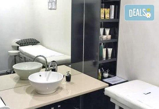 Високоефективна терапия за коса на Medavita с инфрачервена преса в 5 стъпки, подстригване и подсушаване при стилист-коафьор Елена Николова в салон Flowers 2 - Снимка 8