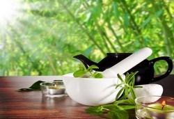 60-минутен енергизиращ масаж с мента и зелен чай на цяло тяло, за преодоляване на умората и стреса, подарък: масаж на лице в студио GIRO! - Снимка