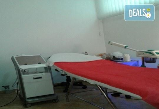 Парафанго - процедура за отслабване чрез третиране на зоната с течен парафин, увиване с фолио и термоодеяло, в салон за красота Алма Морел! - Снимка 5