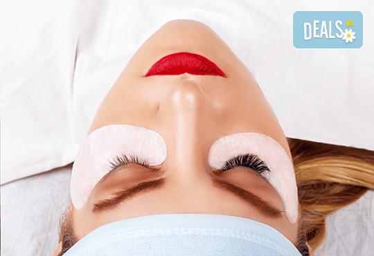 Удължаване и сгъстяване на мигли по метода косъм по косъм или с 3D копринени мигли в салон за красота Bianca! - Снимка 2