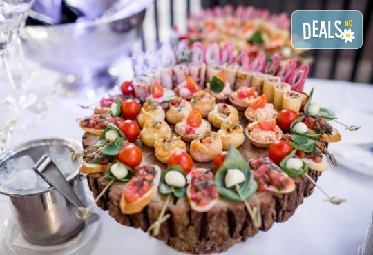 90 коктейлни хапки с млечен мус, маслинки, тарама хайвер, ролца от раци, средиземноморски бут, чедър и чери доматче от My Style Event! - Снимка 2