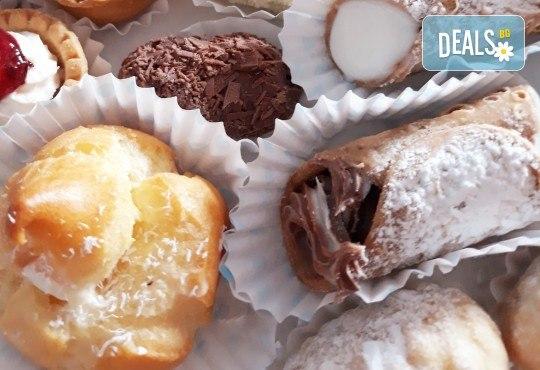 60 броя солени хапки и тарталети и 30 броя мини еклерчета с баварски крем и течен шоколад от My Style Event! - Снимка 4