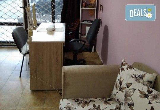 Перфектна визия! Педикюр с гел лак и 2 декорации в салон за красота Sunshine в Стара Загора! - Снимка 5