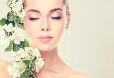 Дълбоко почистване на лице чрез 3 в 1 терапия с Herbal Active, мануална екстракция и безиглена мезотерапия с Gold Orchid Nectar в дермакозметичен център Енигма! - Снимка