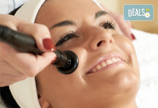 Дълбоко почистване на лице чрез 3 в 1 терапия с Herbal Active, мануална екстракция и безиглена мезотерапия с Gold Orchid Nectar в дермакозметичен център Енигма! - Снимка 3