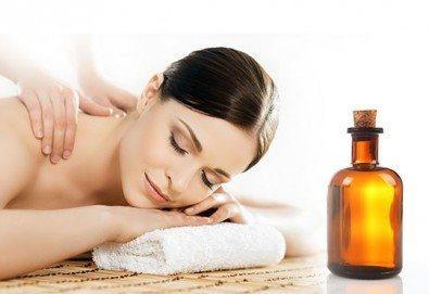 Регенериращ или релаксиращ масаж на гръб с билкови масла с техники за облекчаване на болките в гърба в Спа център Senses Massage & Recreation! - Снимка