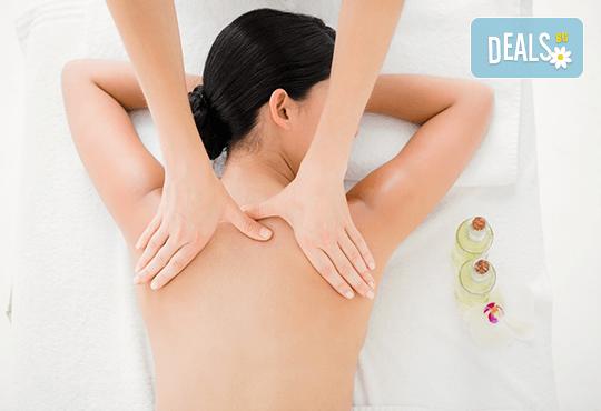 Лечебен и болкоуспокояващ масаж на гръб, рамене, шия и кръст със загряваши ароматни масла във Фризьорски салон Moataz Style! - Снимка 2
