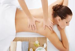 Лечебен и болкоуспокояващ масаж на гръб, рамене, шия и кръст със загряваши ароматни масла във Фризьорски салон Moataz Style! - Снимка