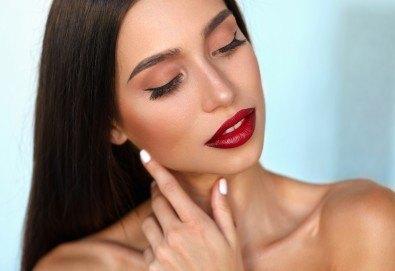 Уголемяване на устни или запълване на назолабиални бръчки чрез поставяне на 1мл хиалуронов филър с Injector Pen в салон за красота Женско Царство в Студентски град или в Центъра! - Снимка