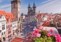 Екскурзия до сърцето на Европа! 3 нощувки със закуски в Прага и Братислава, транспорт и водач от Дари Травел! - Снимка
