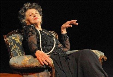 """Великолепната """"Госпожа Стихийно бедствие"""" гледайте на 19.04., от 19.00 ч, Театър Сълза и смях, 1 билет - Снимка"""