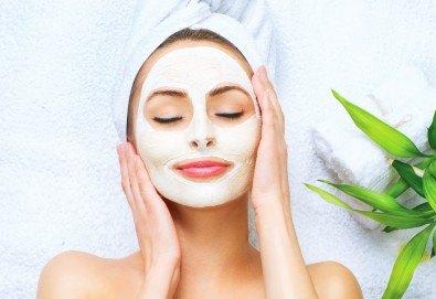 Красива жена! Масаж на лице, хидратираща маска, подхранваща терапия и RF лифтинг в Студио за красота BEAUTY STAR до Mall of Sofia! - Снимка