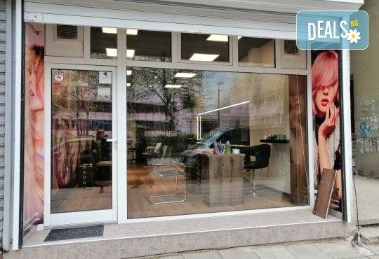 Ултразвуково почистване на лице с френска и българска козметика + масаж и медицинска маска в Студио за красота BEAUTY STAR до Mall of Sofia! - Снимка 10