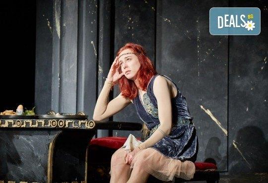 Комедията Ромул Велики с едни от най-известните китаристи на България на 8-ми май (сряда) в Малък градски театър Зад канала! - Снимка 4