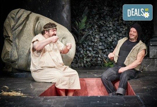 Комедията Ромул Велики с едни от най-известните китаристи на България на 8-ми май (сряда) в Малък градски театър Зад канала! - Снимка 2