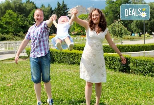 Фото заснемане на детска, семейна или индивидуална фотосесия на открито, с безплатни забавни аксесоари и подарък DVD! - Снимка 27