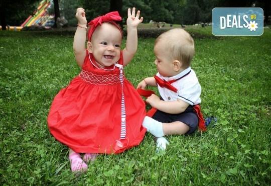 Фото заснемане на детска, семейна или индивидуална фотосесия на открито, с безплатни забавни аксесоари и подарък DVD! - Снимка 19