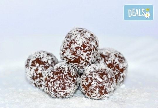 140 бр. солени коктейлни хапки и 30 бр. кокосови топки от H&D catering