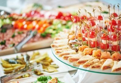 Почерпете приятелите! Вземете сет със 100, 150 или 200 коктейлни хапки микс от H&D catering! - Снимка
