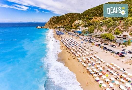 Екскурзия през септември или октомври до о. Лефкада, Гърция: 3 нощувки със закуски, транспорт и посещение на плажа Агиос Йоаннис с вятърните мелници! - Снимка 1