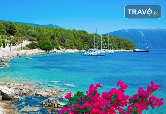 Екскурзия през септември или октомври до о. Лефкада, Гърция: 3 нощувки със закуски, транспорт и посещение на плажа Агиос Йоаннис с вятърните мелници! - Снимка 2