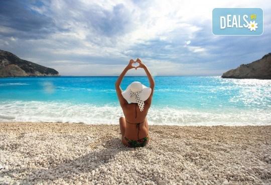 Екскурзия през юни или юли до приказния остров Лефкада, Гърция: 3 нощувки със закуски, транспорт и фотопауза на плажа Агиос Йоаннис с вятърните мелници! - Снимка 4
