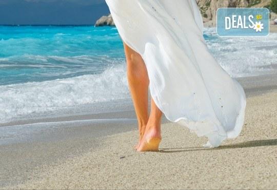 Екскурзия през юни или юли до приказния остров Лефкада, Гърция: 3 нощувки със закуски, транспорт и фотопауза на плажа Агиос Йоаннис с вятърните мелници! - Снимка 1