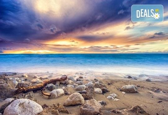 Екскурзия през юни или юли до приказния остров Лефкада, Гърция: 3 нощувки със закуски, транспорт и фотопауза на плажа Агиос Йоаннис с вятърните мелници! - Снимка 9