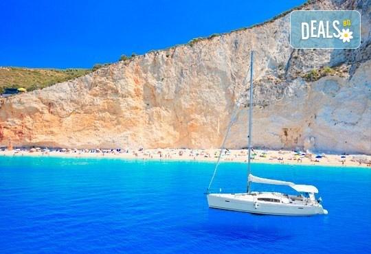 Екскурзия през юни или юли до приказния остров Лефкада, Гърция: 3 нощувки със закуски, транспорт и фотопауза на плажа Агиос Йоаннис с вятърните мелници! - Снимка 3