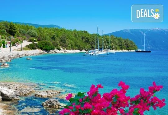 Екскурзия през юни или юли до приказния остров Лефкада, Гърция: 3 нощувки със закуски, транспорт и фотопауза на плажа Агиос Йоаннис с вятърните мелници! - Снимка 6