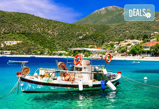 Екскурзия през юни или юли до приказния остров Лефкада, Гърция: 3 нощувки със закуски, транспорт и фотопауза на плажа Агиос Йоаннис с вятърните мелници! - Снимка 2