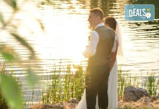 Фото и видео заснемане на сватбено тържество, промо пакет: цялостно фотозаснемане, видеозаснемане, фотосесия, ефектни кадри с камера GoPro, видеоклип и подарък - Снимка 12
