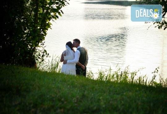 Фото и видео заснемане на сватбено тържество, промо пакет: цялостно фотозаснемане, видеозаснемане, фотосесия, ефектни кадри с камера GoPro, видеоклип и подарък - Снимка 14