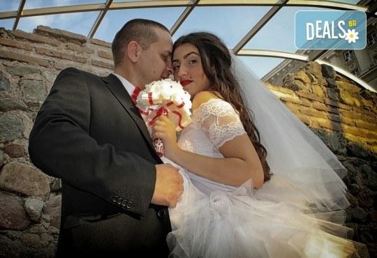 Фото и видео заснемане на сватбено тържество, промо пакет: цялостно фотозаснемане, видеозаснемане, фотосесия, ефектни кадри с камера GoPro, видеоклип и подарък - Снимка 1