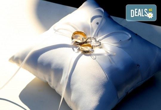 Фото и видео заснемане на сватбено тържество, промо пакет: цялостно фотозаснемане, видеозаснемане, фотосесия, ефектни кадри с камера GoPro, видеоклип и подарък - Снимка 18
