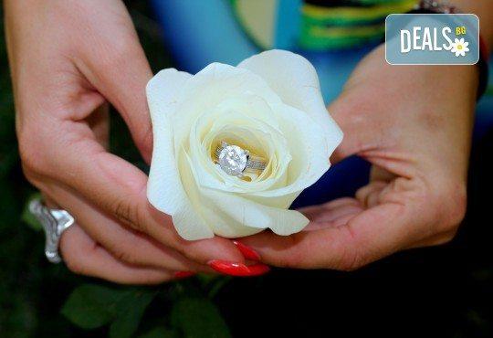 Фото и видео заснемане на сватбено тържество, промо пакет: цялостно фотозаснемане, видеозаснемане, фотосесия, ефектни кадри с камера GoPro, видеоклип и подарък - Снимка 19